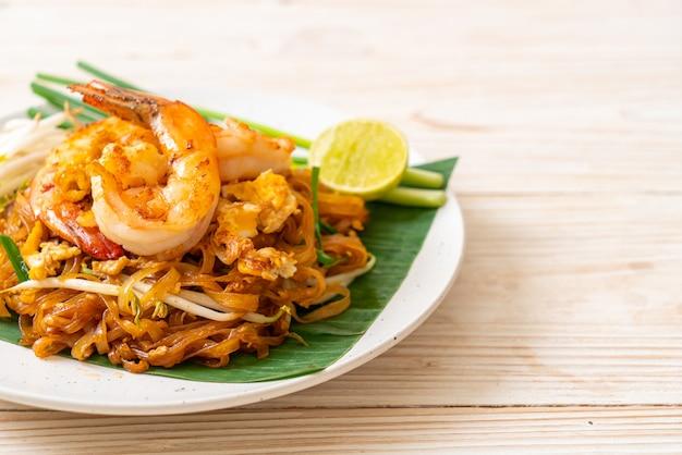 Macarrão de arroz frito com camarão