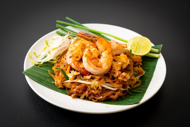 Macarrão de arroz frito com camarões