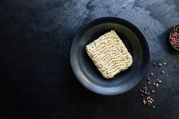 Macarrão de arroz ou trigo macarrão com celofane vegetais