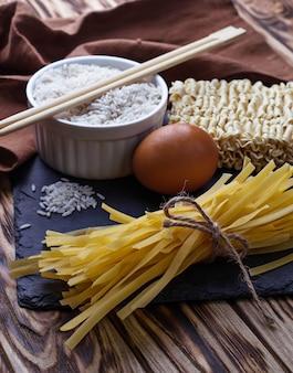 Macarrão de ovo seco chinês e ramen