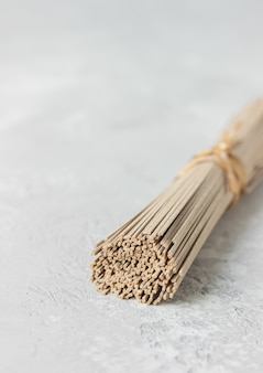 Macarrão de trigo sarraceno seco sem glúten