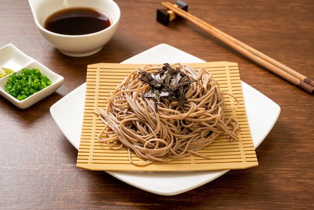 Macarrão de trigo sarraceno soba frio ou ramen zaru, estilo de comida japonesa
