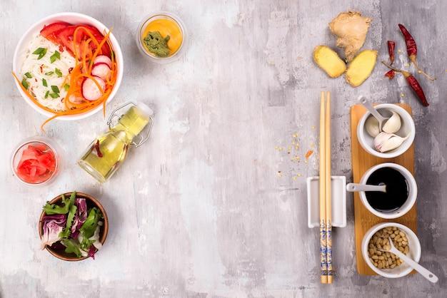 Macarrão de vidro picante com legumes - cenoura, pepino, pimentão, alho.