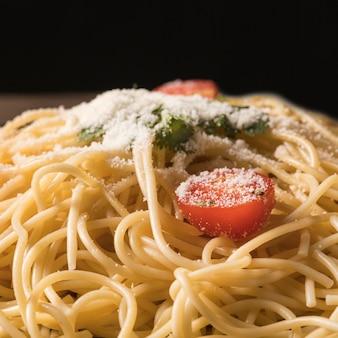 Macarrão delicioso com refeição de tomate