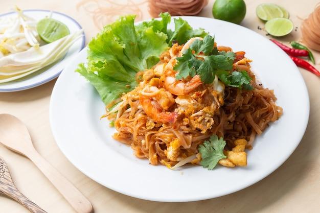 Macarrão deliciuos de arroz integral com camarão
