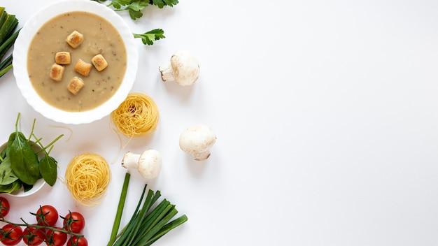 Macarrão e comida vegetariana saudável
