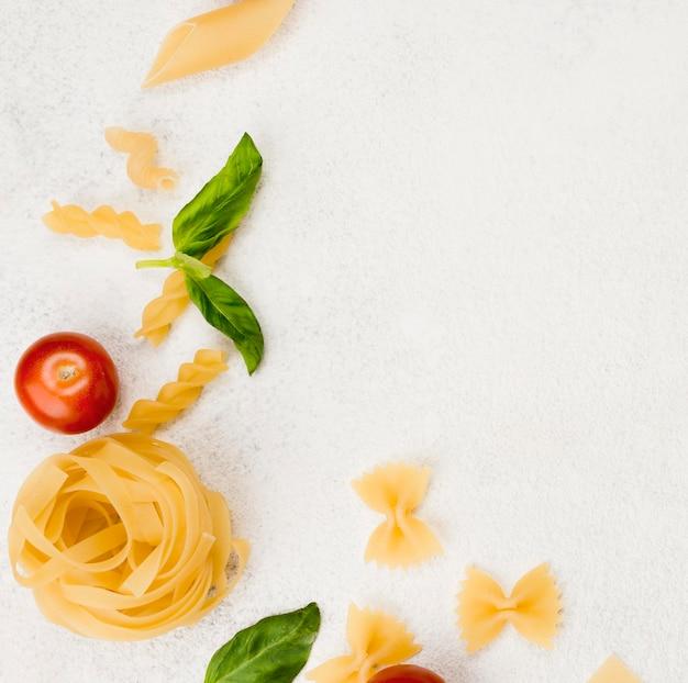 Macarrão e ingredientes