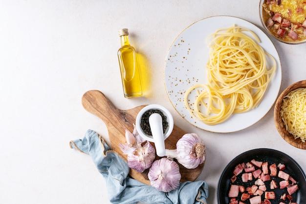Macarrão espaguete à carbonara
