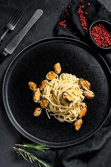 Macarrão espaguete com mexilhões