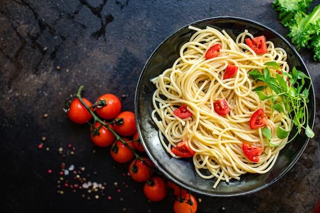 Macarrão espaguete tomate salada quente macarrão vegetais