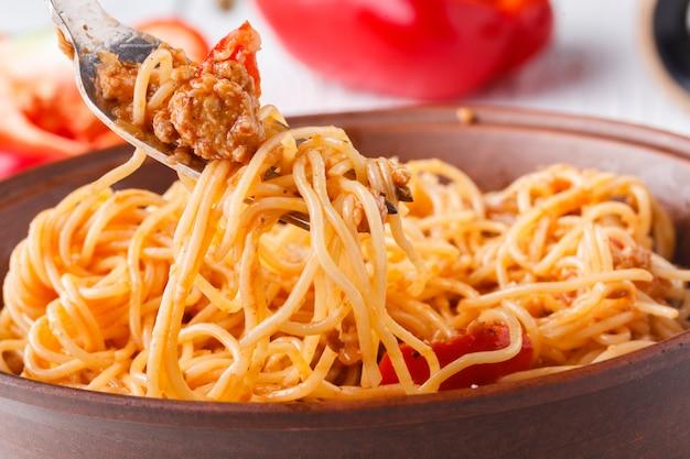 Macarrão esparguete à bolonhesa em casa