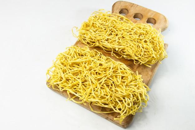 Macarrão instantâneo macarrão amarelo seco - comida crua