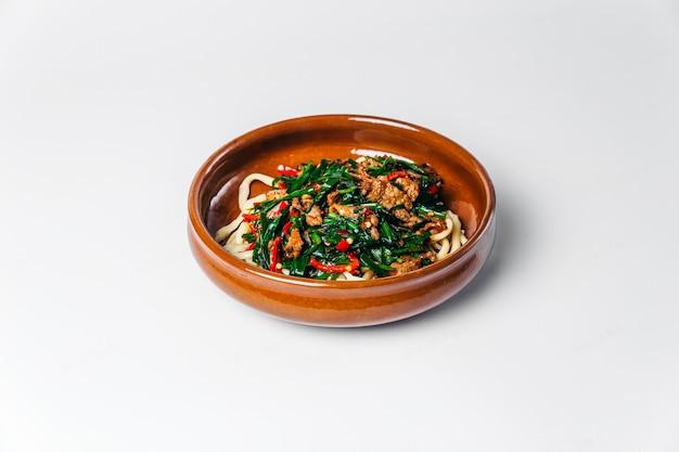 Macarrão lagman prato nacional uzbeque