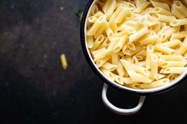 Macarrão penne prato principal cozinha italiana farinha de trigo duro