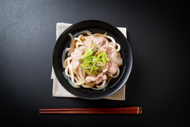 Macarrão shoyu udon ramen com carne de porco (shoyu ramen)