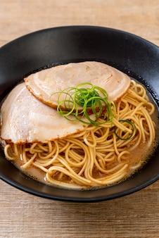 Macarrão tonkotsu ramen com carne de porco chaashu