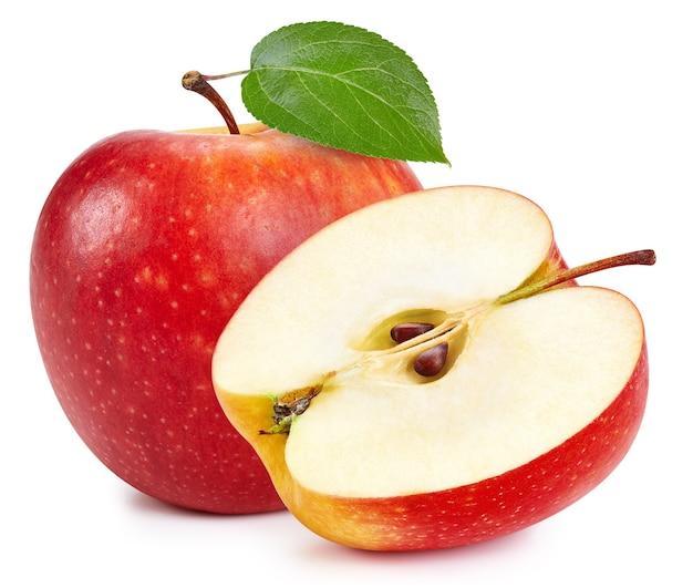 Maçãs vermelhas isoladas no fundo branco. trajeto de grampeamento de maçãs frescas maduras. maçã com folha