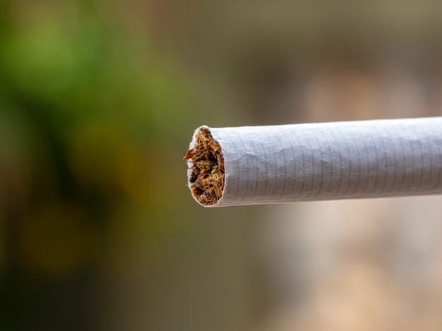 Macro de detalhe de cigarro fumaça no charuto
