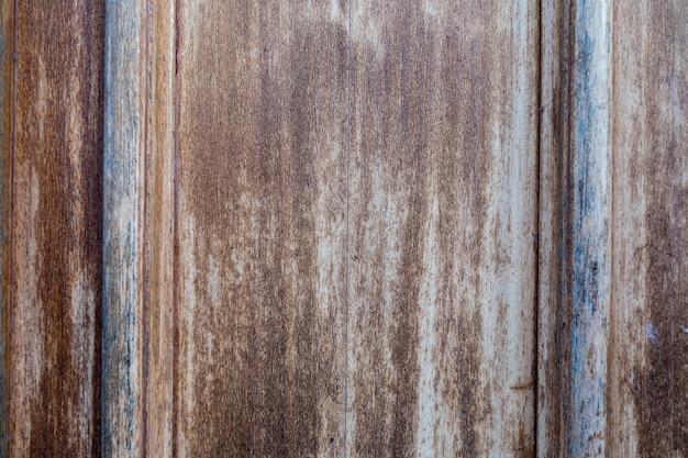 Madeira envelhecida com aparência rústica