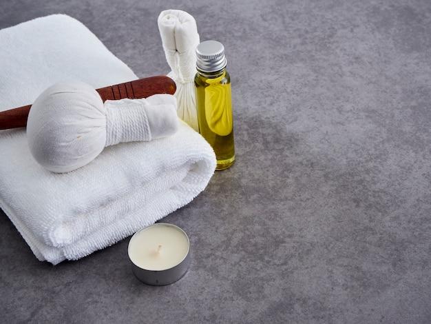 Madeira guasa e óleo de massagem. spa