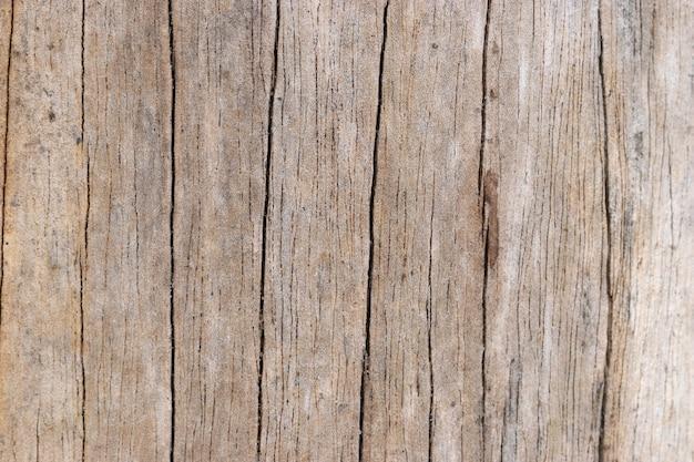 Madeira marrom e superfície áspera