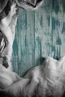 Madeira pastel de madeira branca verde com fundo de parede de textura de prancha e branco fino