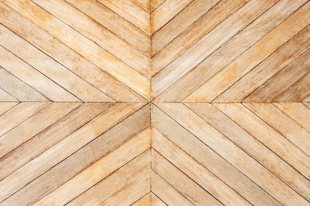 Madeira serrada de cor marrom sem costura em setas ou padrão chevron ao centro. vista do topo
