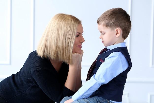 Mãe com criança adorável