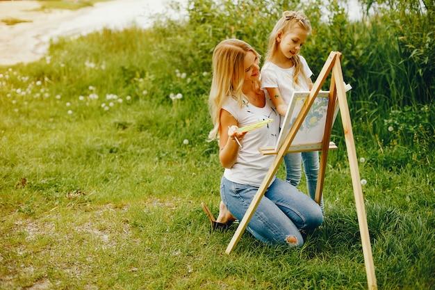 Mãe, com, filha, desenho, em, um, parque