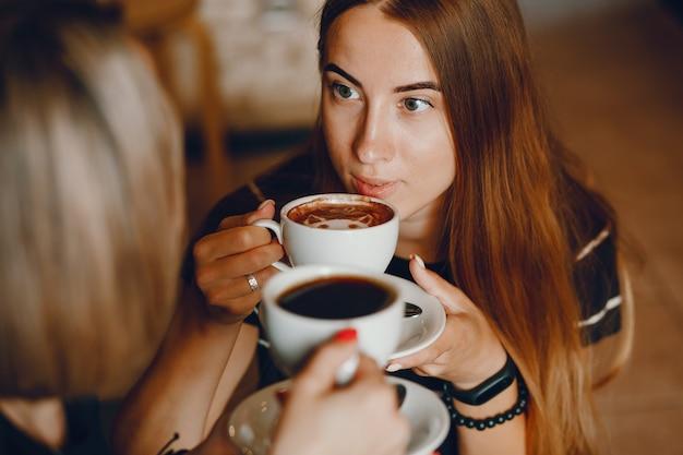Mãe, com, filha, em, um, café