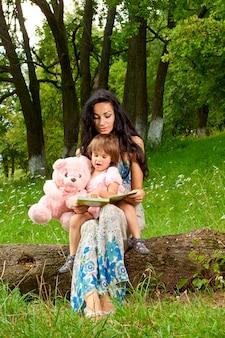 Mãe, com, filha, parque
