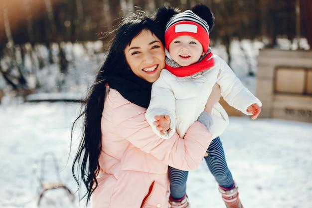 Mãe, com, filha pequena