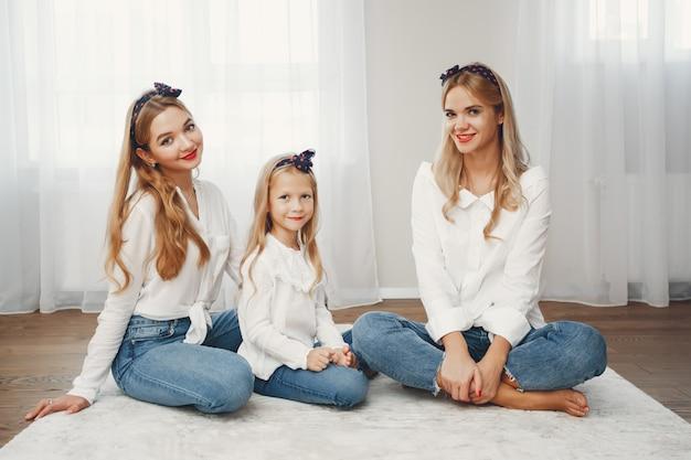 Mãe com filhas