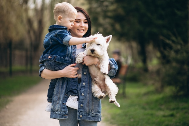Mãe, com, filho, e, cão