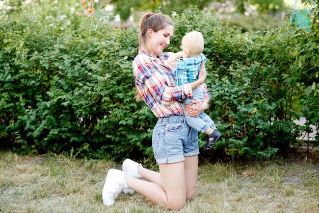 Mãe com um menino