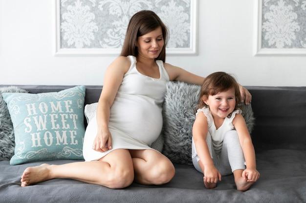 Mãe e filha a passar tempo juntos