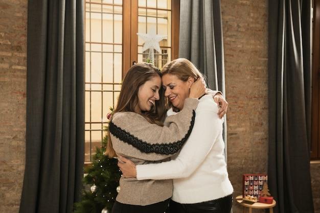 Mãe e filha juntas para o natal