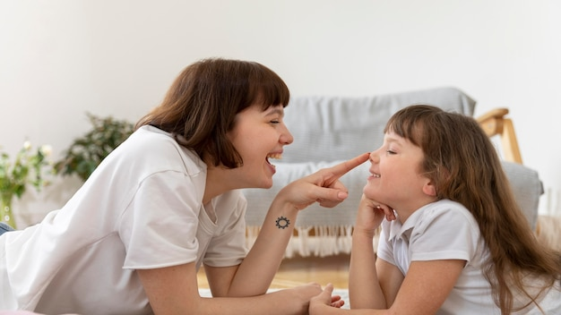 Mãe e filha passando um tempo juntas
