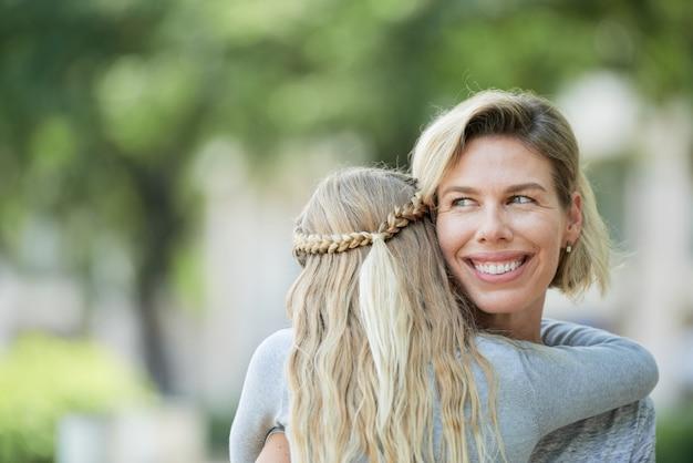 Mãe feliz e sua filha