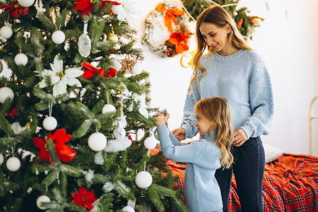 Mãe filha, decorando, natal, árvore