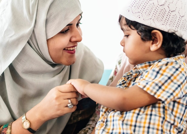 Mãe muçulmana e filho dela