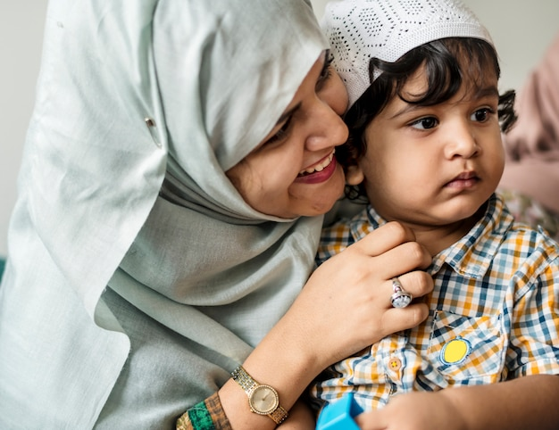 Mãe muçulmana e seu filho