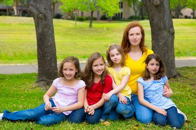 Mãe, professor, filha, pupilas, pátio recreio, parque