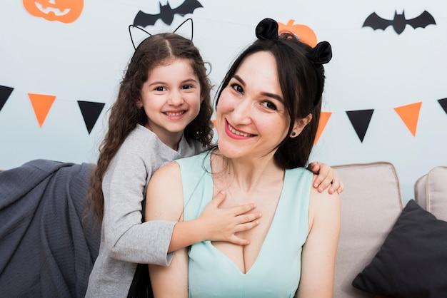 Mãe, tendo um momento alegre com a filha