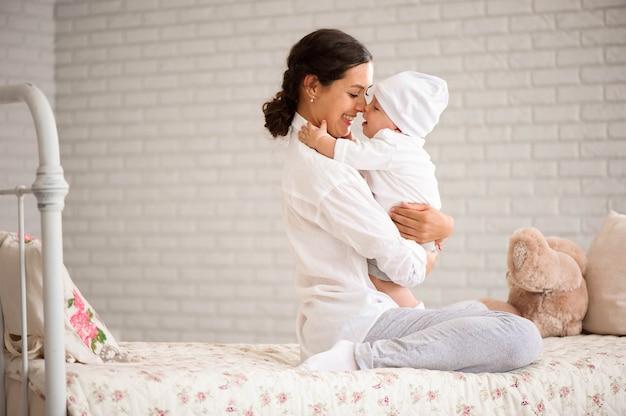 Mãe, tocando, dela, toddler