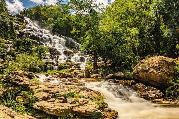 Mae ya cachoeiras, chiangmai, tailândia