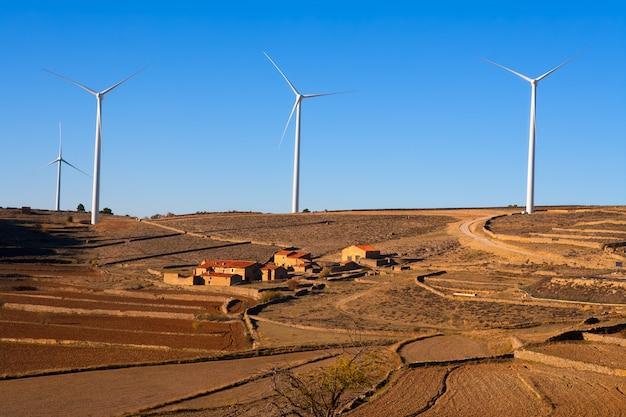 Maestrazgo em castellon moinhos de vento com vida rural tradicional