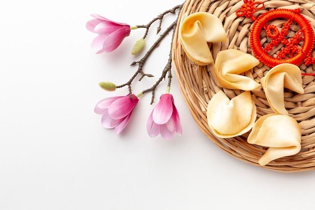 Magnólia e biscoitos da sorte ano novo chinês