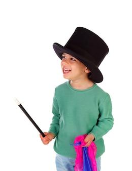Mago pequeno engraçado com uma cartola e uma varinha mágica
