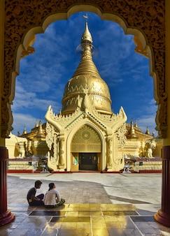 Maha wizaya pagode em yangon. myanmar.